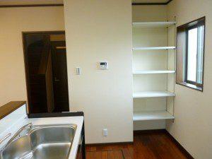 2カラーの落ち着いた雰囲気の家 キッチン/パントリー