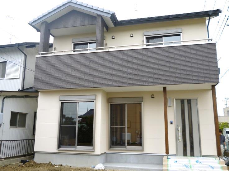 2カラーの落ち着いた雰囲気の家