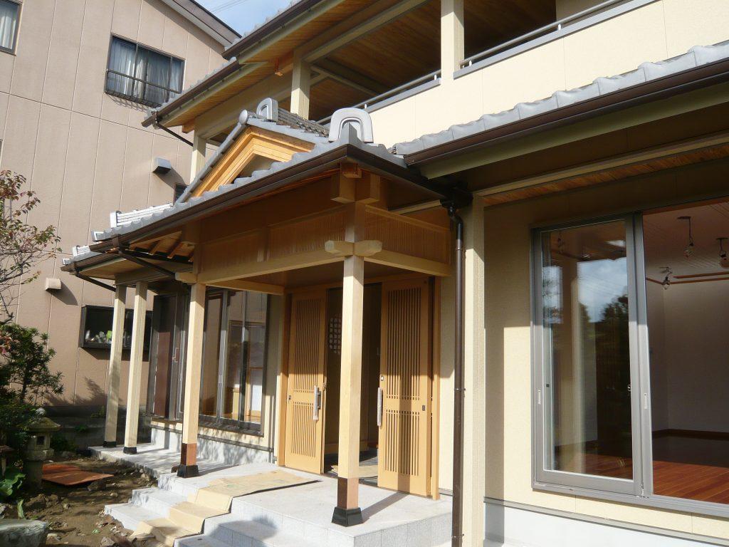 三世帯が同居する和風住宅
