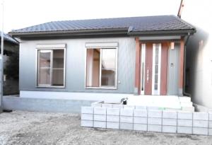 木造のウッドデッキ付き平屋のお家