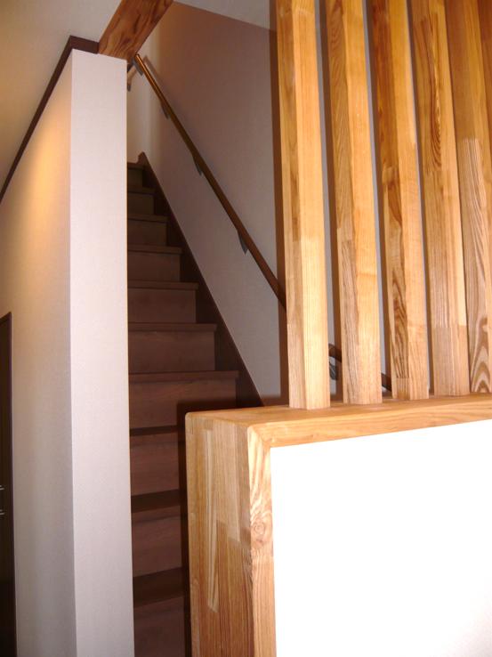 ストリップ(スケルトン)階段が、廻り階段に大変身!