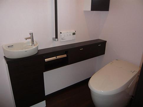 カウンター手洗い付き洋式トイレへ