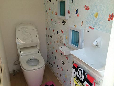おしゃれなトイレに可愛いクロス