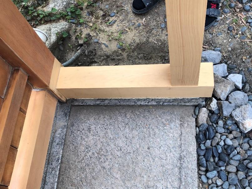 門の骨組みを補修