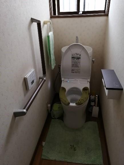 トイレから立つときにすごくえらいので補助手摺がほしい